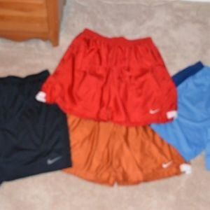 Lot - 4 Pair of Nike workout / baskeball shorts
